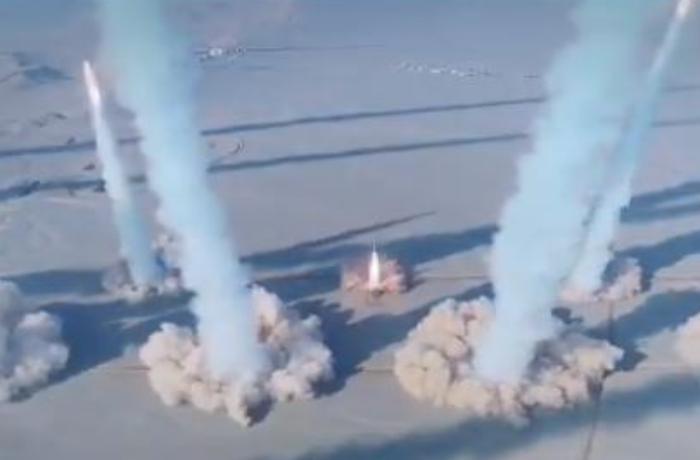 İran ballistik raketləri kütləvi formada sınaqdan keçirdi - VİDEO