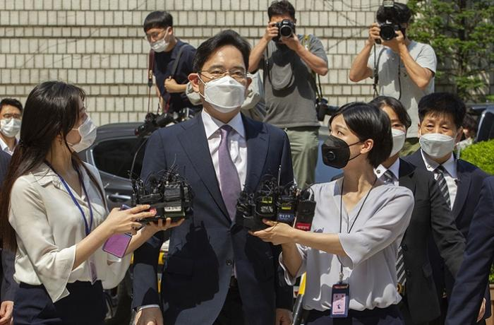 Samsung'un Yönetim Kurulu Başkanı Lee'ye rüşvetten 2,5 yıl hapis cezası