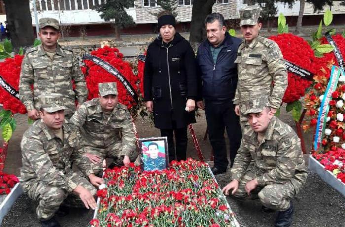 """Şəhid anası: """"Oğlumun şəklini boynumdan asıb gəzdirirəm ki ..."""""""