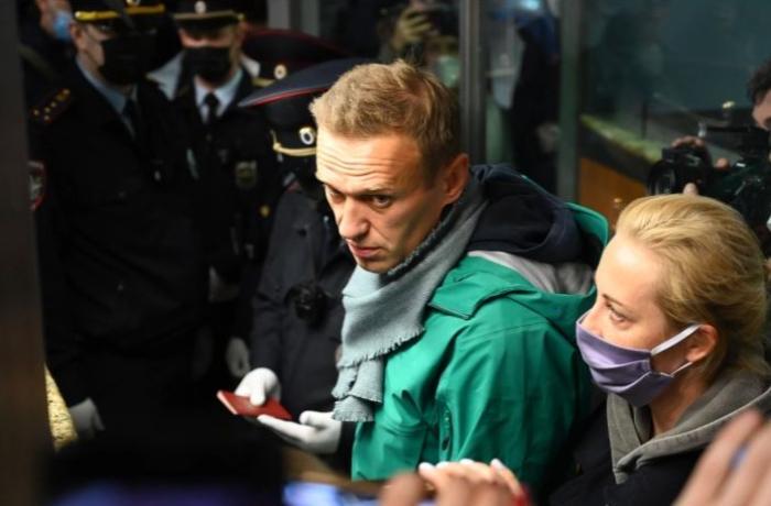 Navalnının zəhərlənməsi məsələsinə görə Rusiyada polis həbs edildi