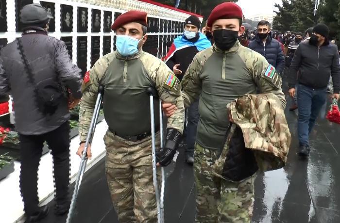 """Azərbaycan Şəhidlərini yad edir: """"Bu gün buraya baş ucalığı ilə gəlmişik"""" - VİDEO"""