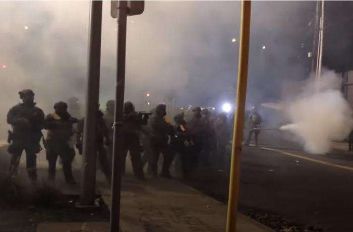 ABŞ-da etiraz aksiyası – 200-ə yaxın etirazçı polislə toqquşdu – VİDEO