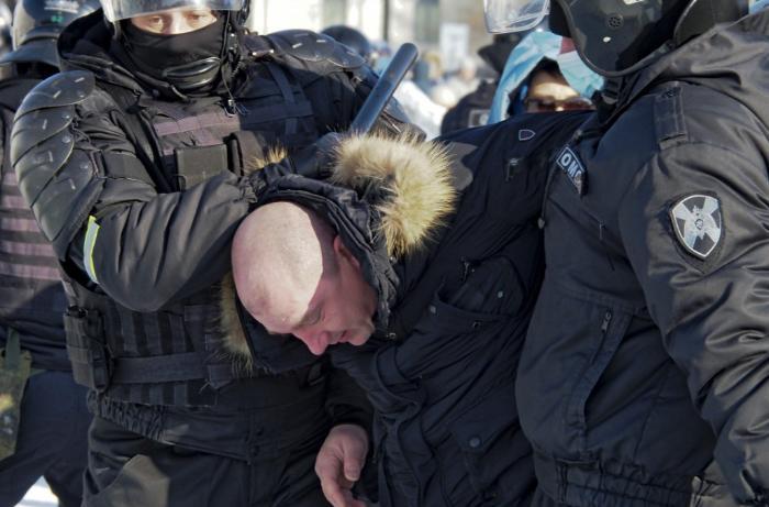 Rusiyada Navalnıya görə çox sayda insan küçələrə axışıb - VİDEO