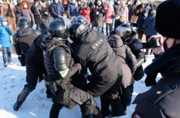 Moskvada Navalnıya görə kütləvi aksiya başladı - FOTOLAR