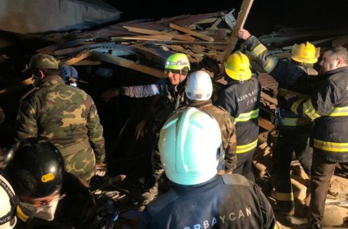 Xırdalanda partlayış zamanı dağılmış evlərin altından bir nəfərin meyiti çıxarılıb - VİDEO - YENİLƏNİB
