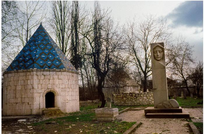 Ermənilər Natavanın məzarından sümüklərini oğurlayıblar - VİDEO