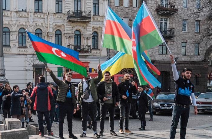 Azərbaycanlı gənclər Kiyevdə aksiya keçirib - FOTOLAR
