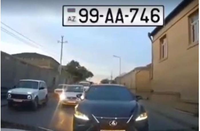 """""""AA"""" seriyalı avtomobil qaydalara məhəl qoymadı - VİDEO"""