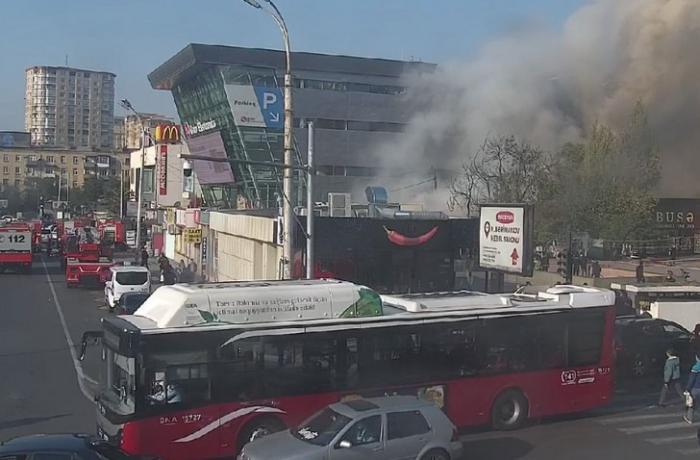 """""""Metro City"""" ticarət mərkəzi yanır - VİDEO + YENİLƏNİB"""