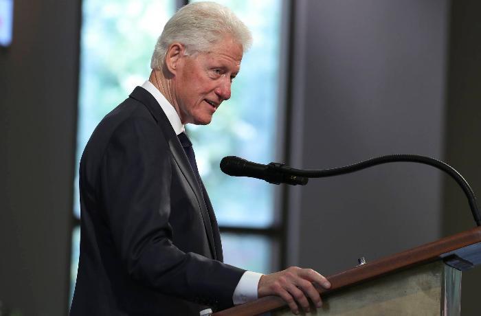 Qanında infeksiya aşkarlanan Klinton evə buraxılır