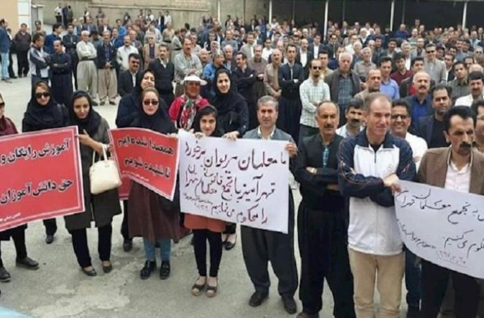 İranda geniş etiraz aksiyası: 45 şəhərdə minlərlə insan küçəyə çıxdı – VİDEO