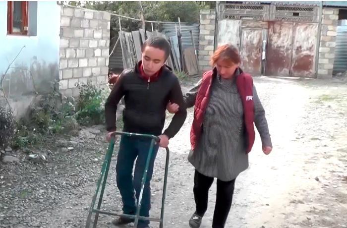 Ayaq üstdə dayana bilməyən Rəcəbin pensiyası kəsilib - VİDEO