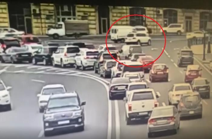 Polisdən qaçan sürücü Bakını bir-birinə qatdı – ANBAAN VİDEO