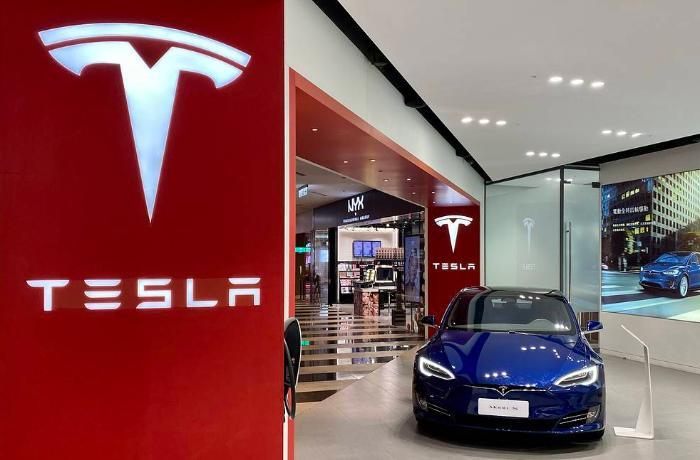 """""""Tesla"""" ən bahalı modellərinin qiymətini artırdı"""
