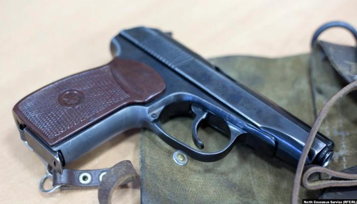 Polis əməkdaşı idarədən silah oğurlamaqda suçlanır