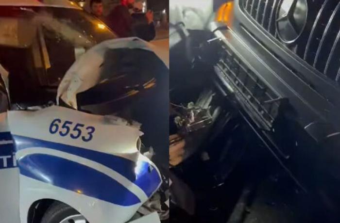 """Bakıda """"Gelandewagen""""lə PPX avtomobili toqquşub, polis əməkdaşı yaralanıb - VİDEO"""