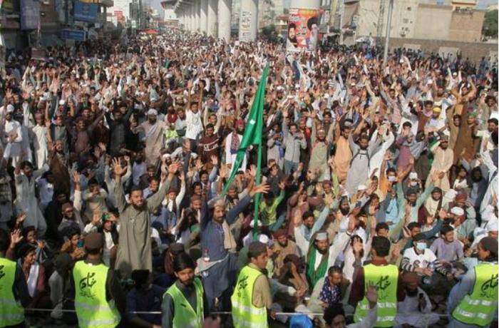 Pakistanda polislə islamçılar arasında toqquşmada 8 nəfər ölüb