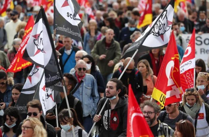 FRANSA'da yaklaşık 200 şehirde Cumhurbaşkanı Emmanuel Macron'un izlediği hükümet politikalarına karşı protestolar düzenlendi.