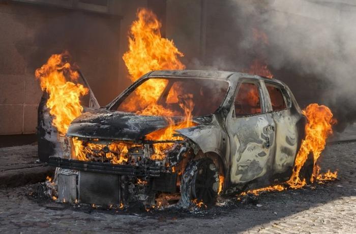 """Bakıda """"Audi"""" yandı"""