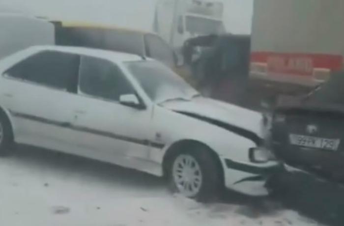 Qaradağda zəncirvarı qəzada bir nəfər ölüb, 4 nəfər xəsarət alıb - YENİLƏNİB