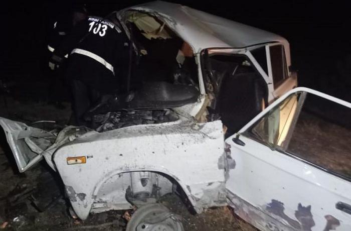 Bərdədə yol qəzasında 2 nəfər ölüb, bir ailənin 3 üzvü ağır xəsarət alıb - FOTO