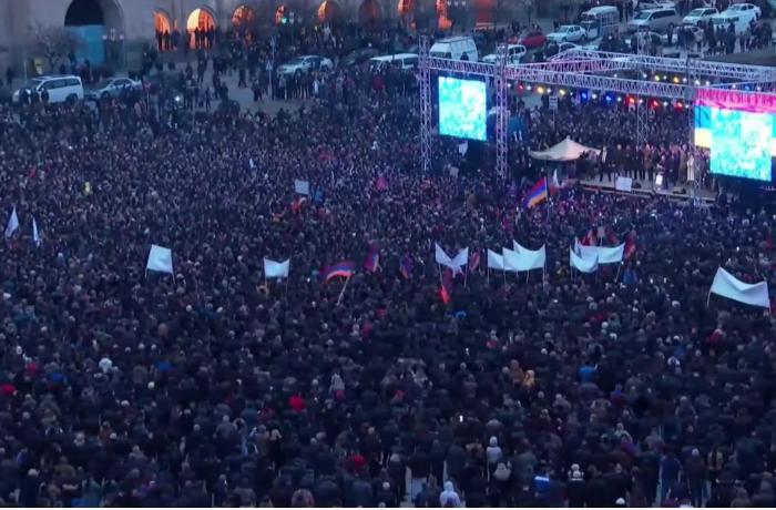 """""""Ermənilərin əksəriyyəti Paşinyana alternativ görmür və Azərbaycanla müharibə istəmir"""""""