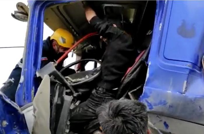 Dünən Xızıda baş verən ağır yol qəzasının görüntüləri - VİDEO