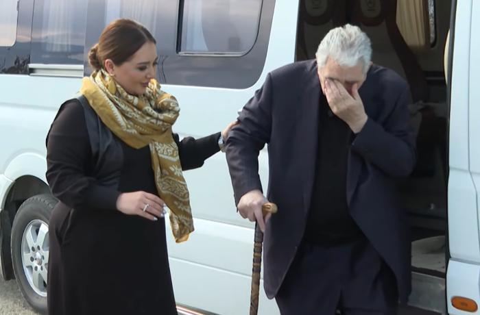 30 ildən sonra Ağdama qayıdan Arif Babayev valideynlərinin məzarını tapa bilmədi -