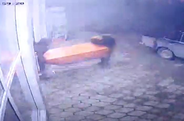 """Bakıda marketdən """"E-manat""""ı belə oğurladılar - ANBAAN VİDEO"""