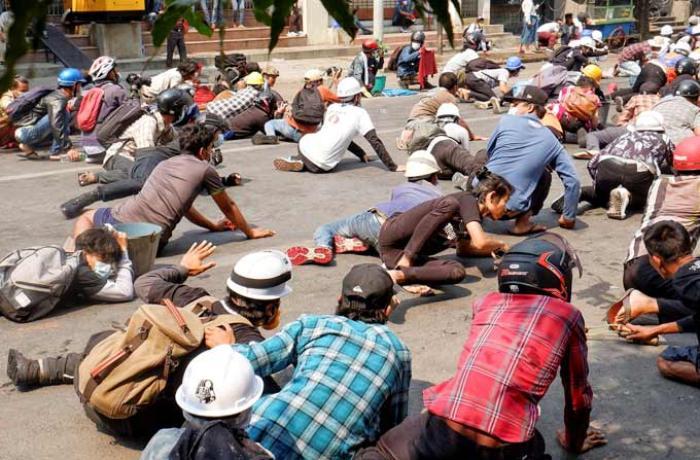 Myanmada ordu etirazçılara atəş açdı - 9 nəfər öldü