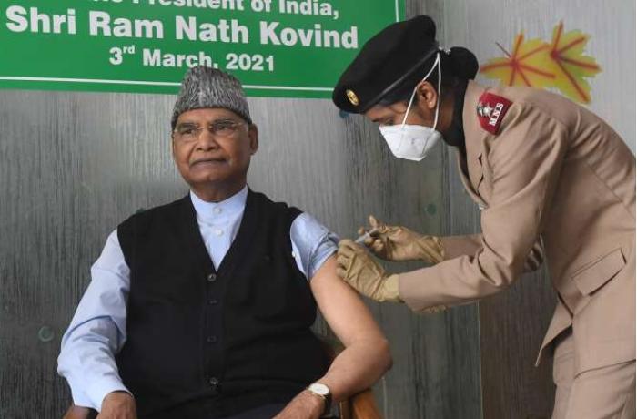 Hindistan prezidenti koronavirusa qarşı peyvənd olundu
