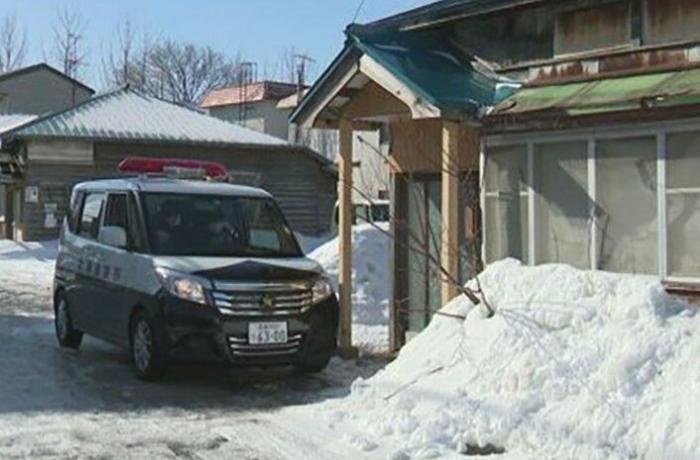 Yaponiyada bir nəfər anasının meyitini 4 ay evdə gizlədib