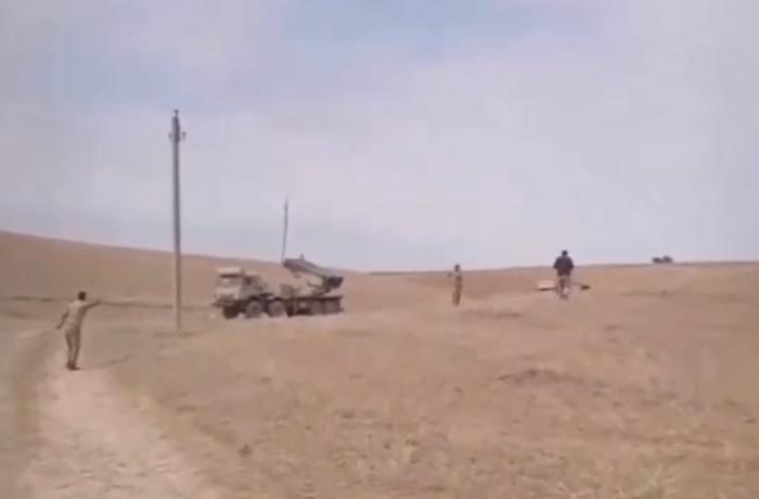 Döyüş kadrları: Azərbaycan ordusunun LAR-160 reaktiv yaylım atəşi sistemi düşmənə zərbə endirir - VİDEO