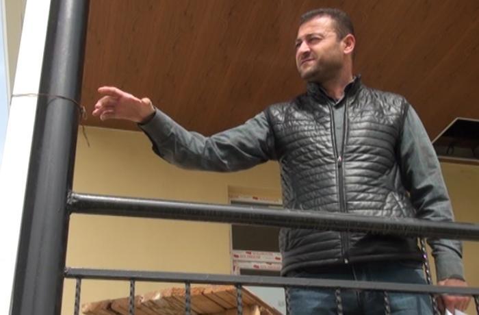 """Milli Qəhrəmanın qardaşı: """"Nazirlik Prezidentin sərəncamı ilə tikdiyi evi tam təhvil vermir"""" – VİDEO"""