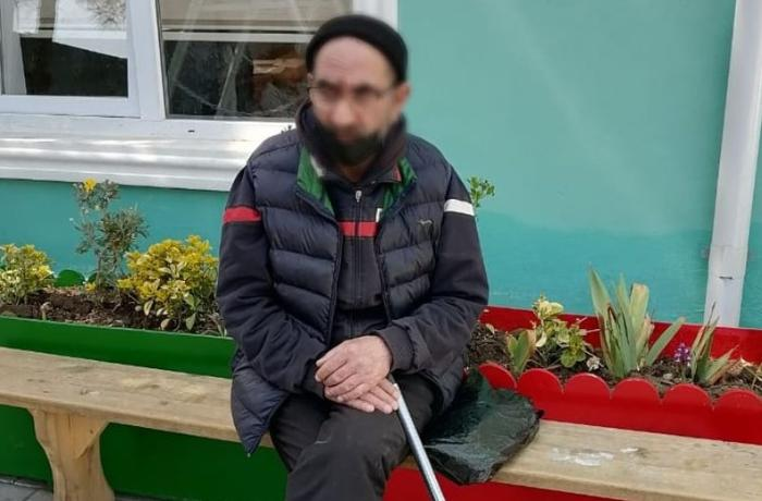 Azərbaycanda oğul evi satıb, gözləri görməyən atasını küçəyə atıb - FOTO
