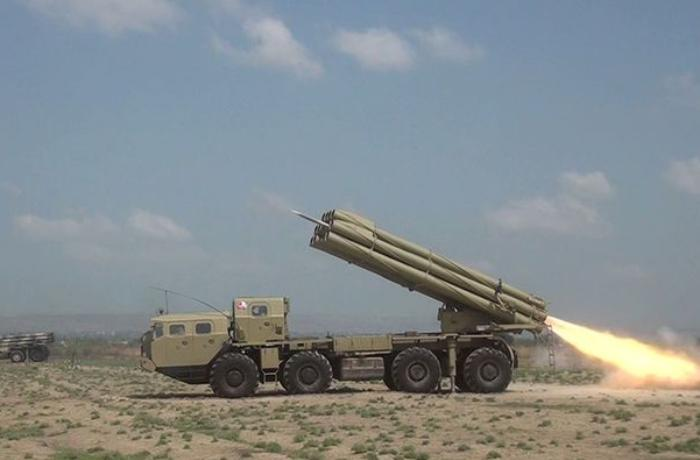 Rocket-artillery batteries conduct live-fire tactical exercises - VIDEO