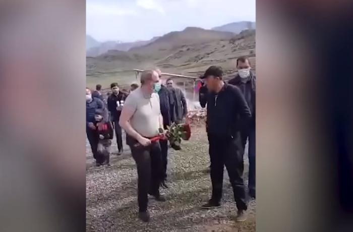 Paşinyana erməni hərbçinin məzarına gül qoymağa icazə verilmədi - VİDEO