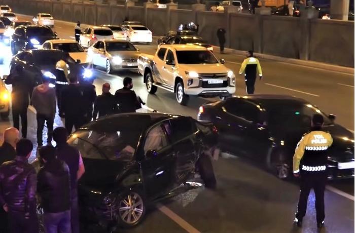 Prospektdə 4 avtomobilin toqquşduğu yerdən görüntülər - VİDEO