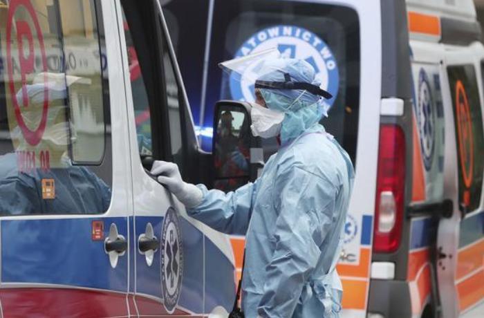 Polşada son sutkada 740 nəfər koronavirusdan öldü