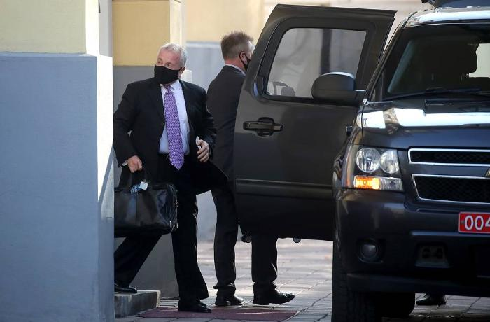 US ambassador leaves Moscow for Washington — source
