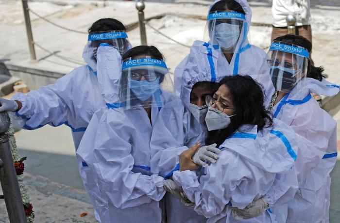 Hindistanda son 1 gündə 4 minə yaxın insan koronavirusdan öldü