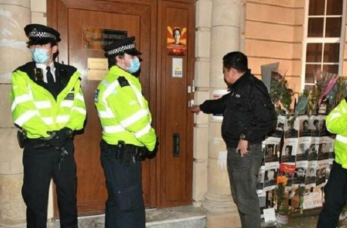 Myanmar'ın Londra Büyükelçisi elçilik binasına alınmadı