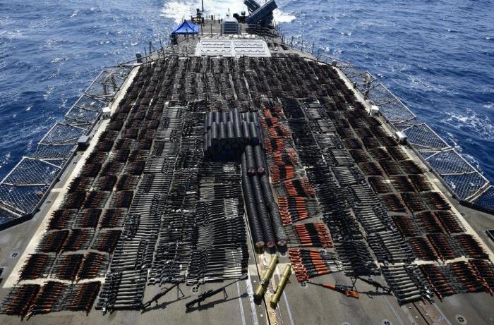 ABŞ Oman dənizində çox sayda silah daşıyan gəmini saxladı