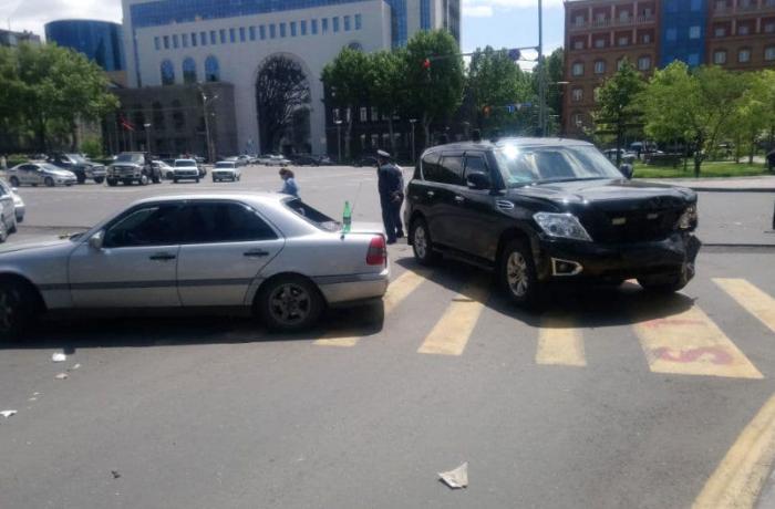 Paşinyanın avtomobil karvanı qəzaya uğradı - yaralanan var - FOTOLAR