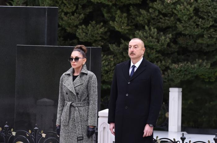 Prezident və xanımı Heydər Əliyevin məzarını ziyarət ediblər