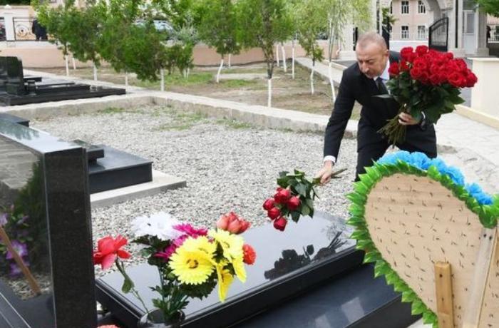 İlham Əliyev Naxçıvanda Vətən müharibəsi şəhidlərinin məzarlarını ziyarət etdi - FOTOLAR