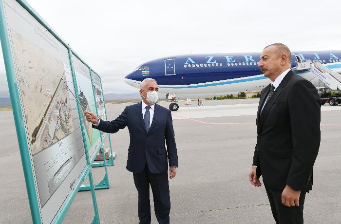 Yeni uçuş-enmə zolağının təqdimatı olub - YENİLƏNİB + FOTOLAR
