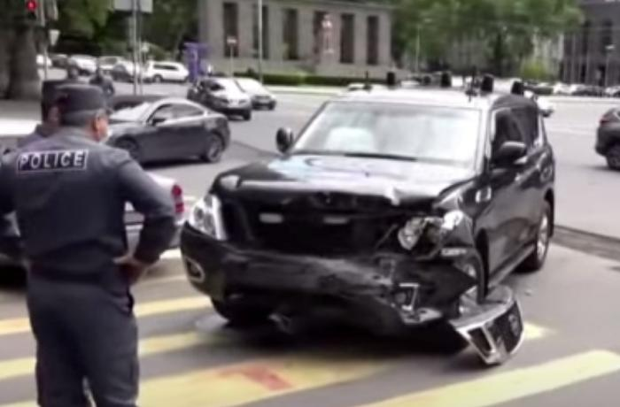 Paşinyanın avtomobil karvanı qəzaya uğradı