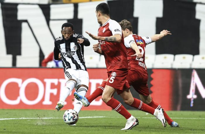 """""""Beşiktaş""""la """"Fənərbağça"""" uduzub, """"Qalatasaray"""" qələbə qazanıb"""