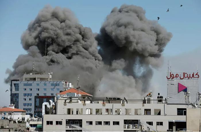 İsrail qüvvələri Qəzzada nazirlik binasını darmadağın etdi